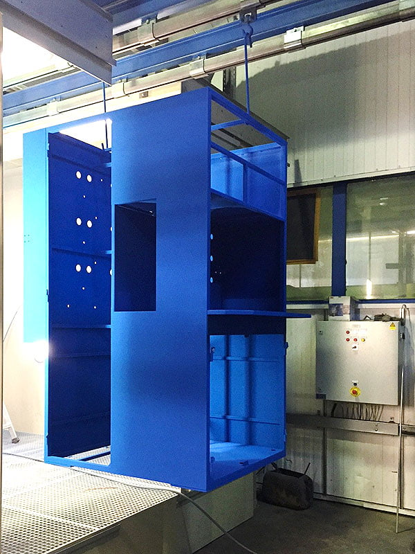 Armoire industriel en process de thermolaquage