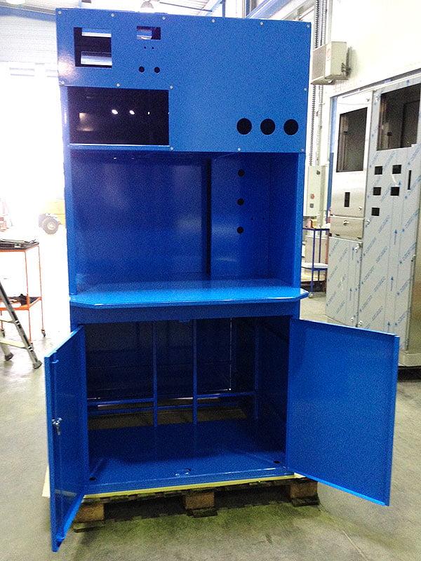 Intérieur armoire industrielle résultat du process de rénovation thermolaqué
